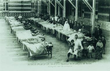 malades sur gouttières - Institut Calor de Berck - scoliose - traitement - Fondation Yves Cotrel